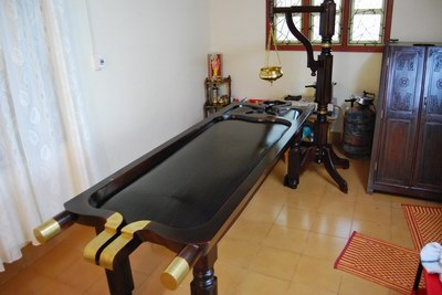 Massage_table